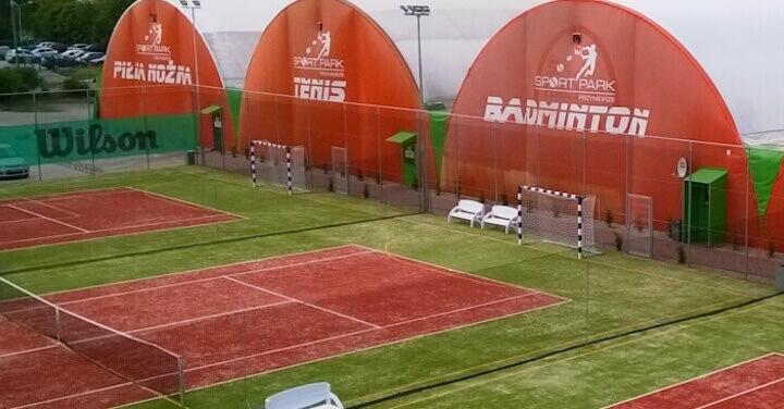 Canchas de tenis arqueadas de medio barril
