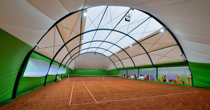 Salas de tenis arqueadas